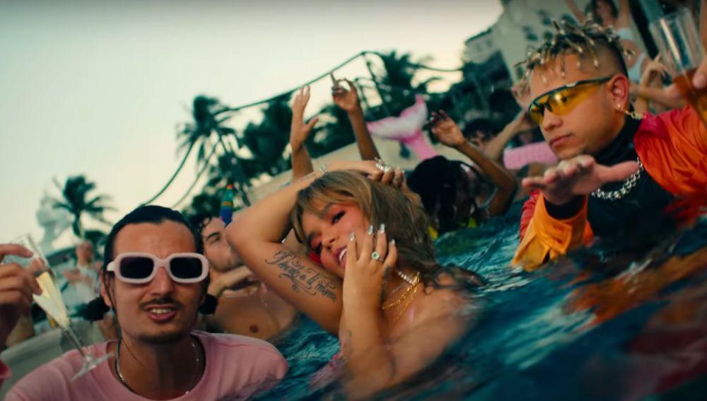 Danny Ocean, Karol G y Ovy on The Drums en el vídeo de 'Miedito o Qué?'