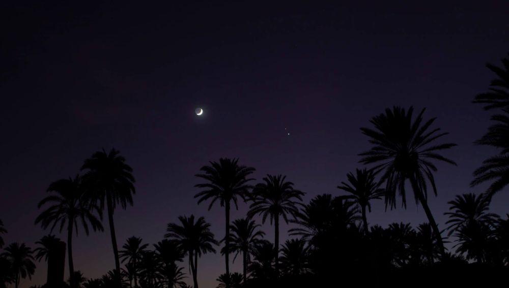 Desde Proyecto Mastral nos informan que a las 11:02 horas de este 21 de diciembre comienza el invierno. A esa hora se produce el solsticio de invierno y se inicia un periodo de tres meses en los que no se producirá ningún eclipse, pero que comenzará con una preciosa conjunción planetaria