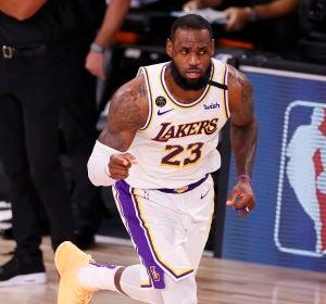 LeBron James, en acción con los Lakers