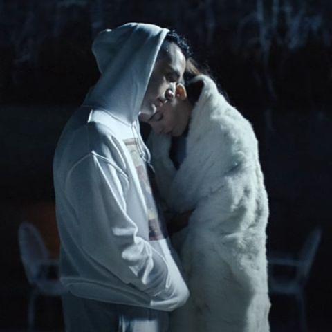 C. Tangana y Barbara Lennie en el vídeo de 'Comerte entera'