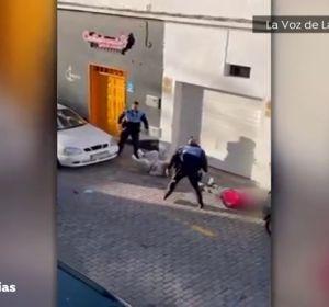 El vídeo de la violenta reacción de dos policías en Lanzarote durante una detención