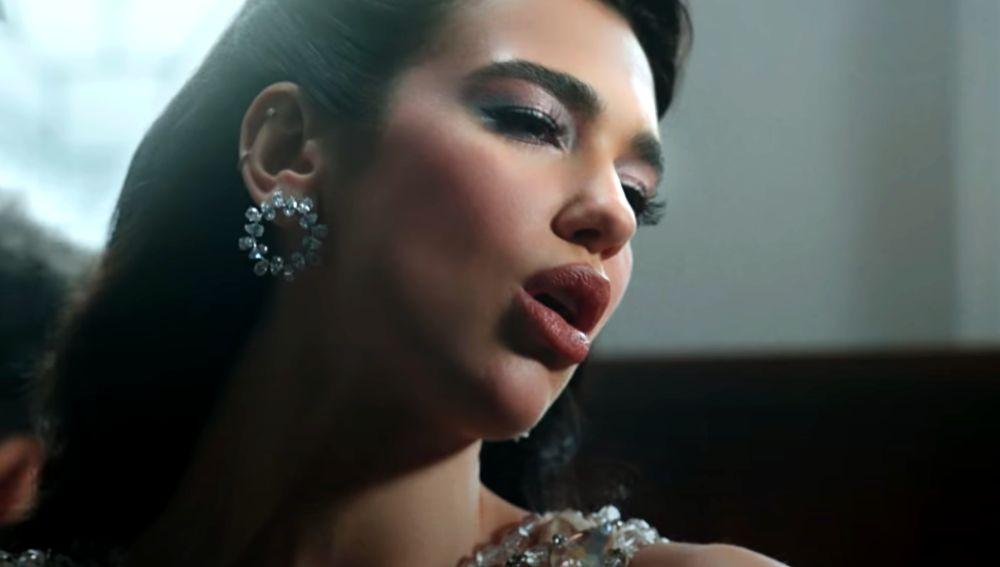 Dua Lipa en el vídeo de 'We're Good'