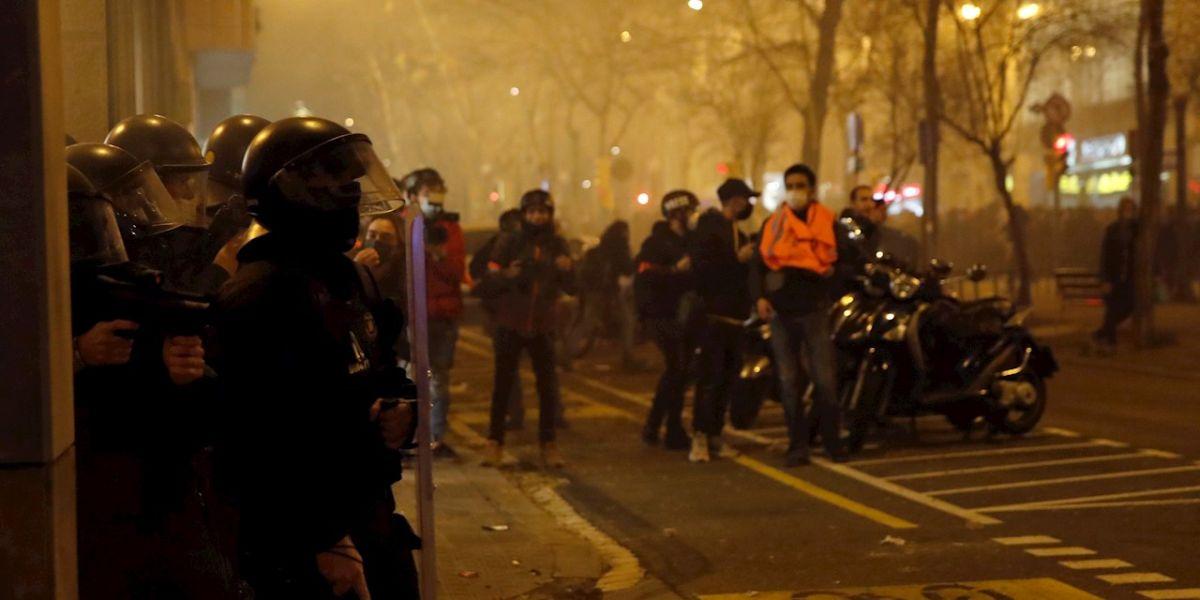 Cargas policiales y altercados en la concentración en apoyo a Pablo Hasel