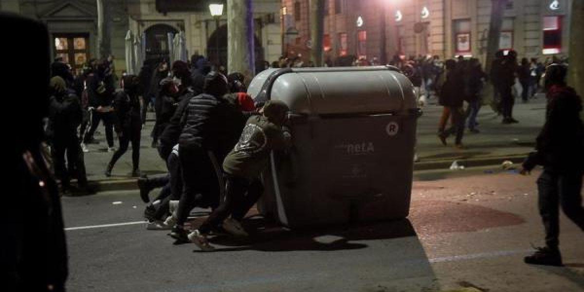 Disturbios en Cataluña por la detención de Pablo Hasél