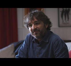 Jordi Évole en un momento del documental 'Eso que tu me das' con Pau Donés