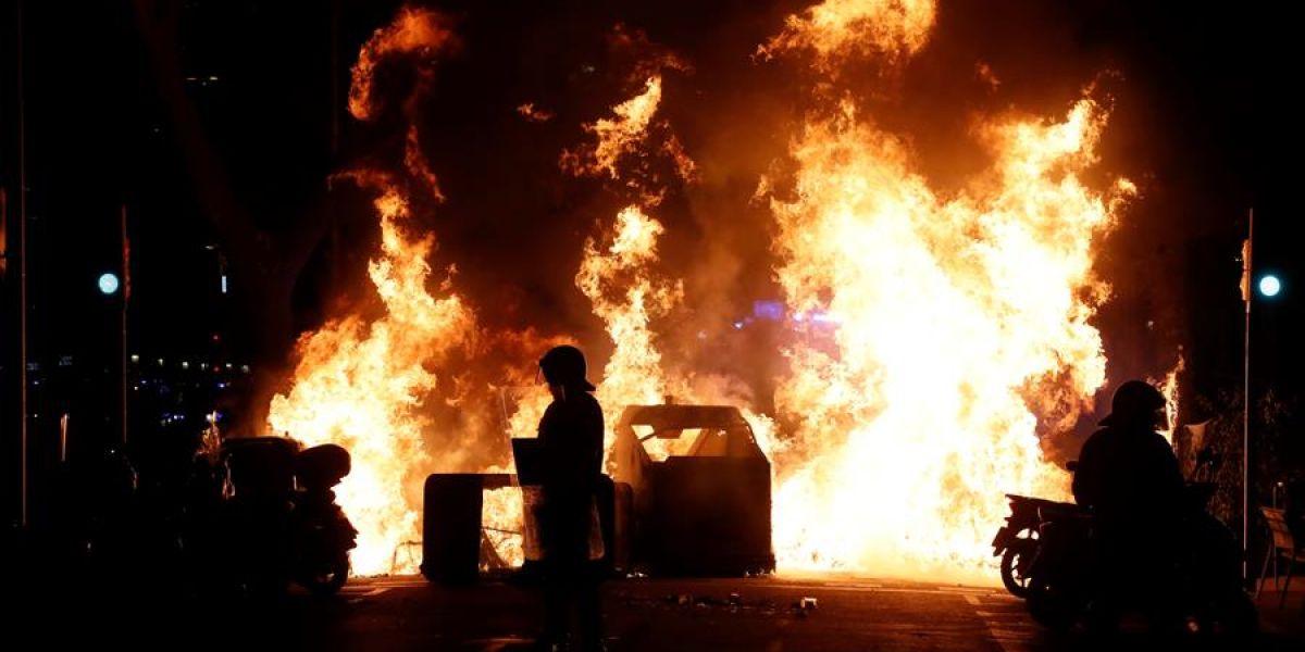 Contenedores incendiados tras una concentración en apoyo a Pablo Hasél