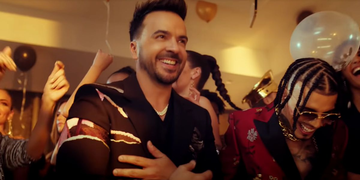 Luis Fonsi y Rauw Alejandro en el videoclip de 'Vacío'