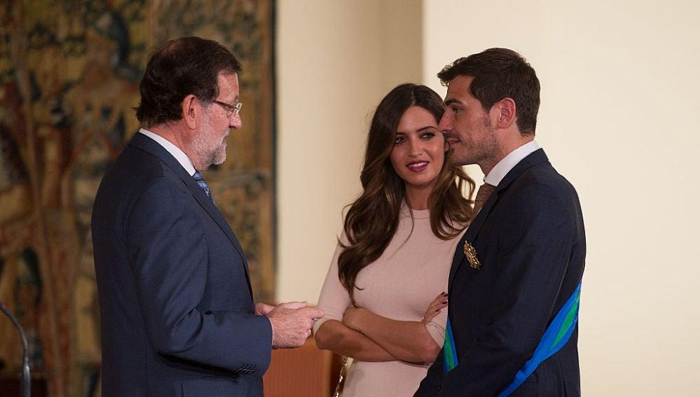Iker Casillas y Sara Carbonero Gran Cruz de La Orden Al Mérito Deportivo en el Palacio de la Moncloa el 10 de noviembre del 2015