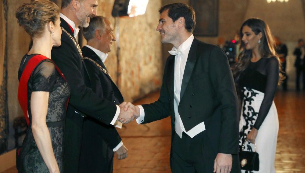 Iker Casillas y Sara Carbonero, durante la visita de los reyes Felipe VI y Letizia en Portugal.