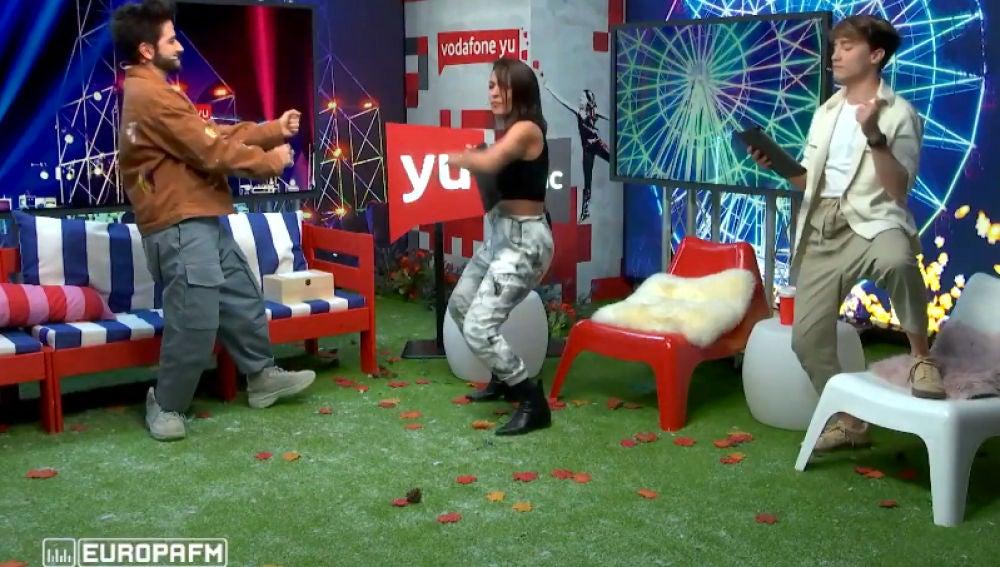 Camilo baila con Lorena Castell y Carlos Marco al ritmo de Lorna.