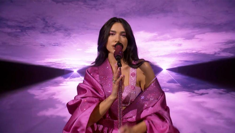 Dua Lipa en los Grammy 2021