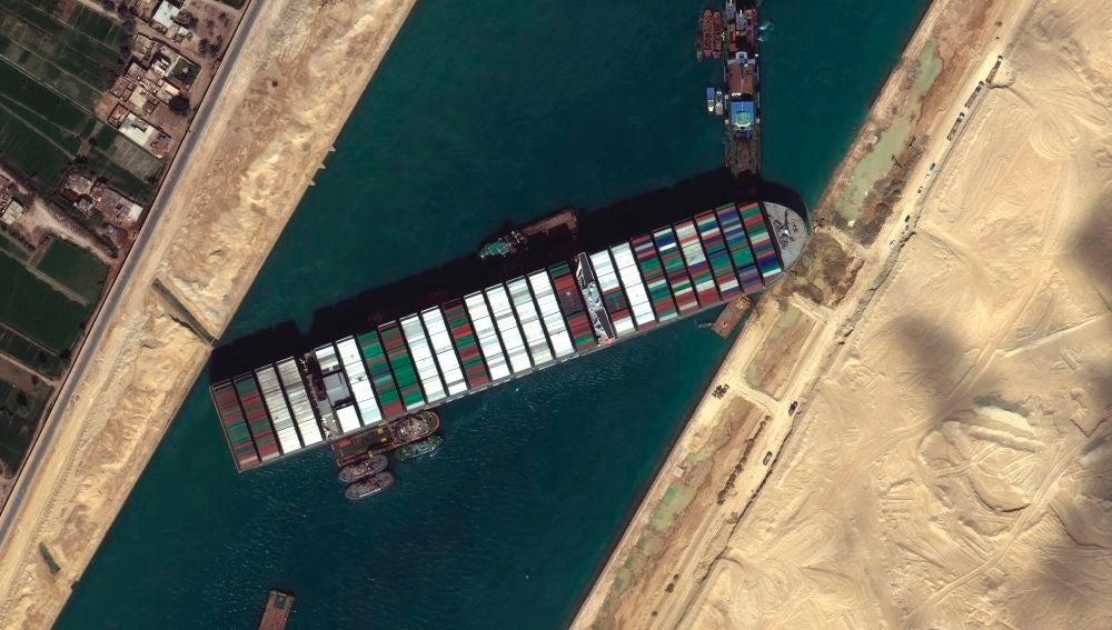 El canal de Suez bloqueado por el Ever Given