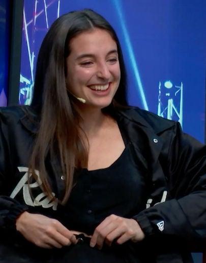 A Sandra Delaporte se le estalla el pantalón en directo en 'yu Music'