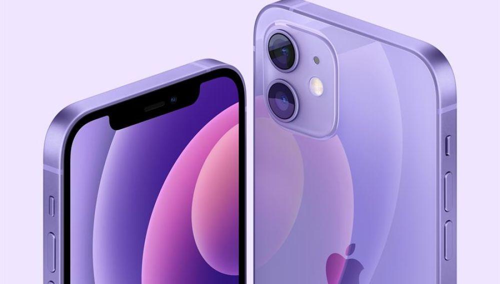 El iPhone 12, en morado.