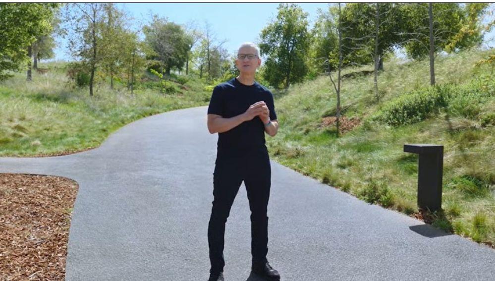 Tim Cook en la presentación de Apple del 20 de abril de 2021.