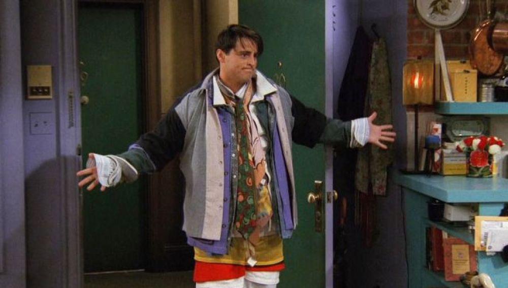 Joey, con la ropa de Chandler en 'Friends'.