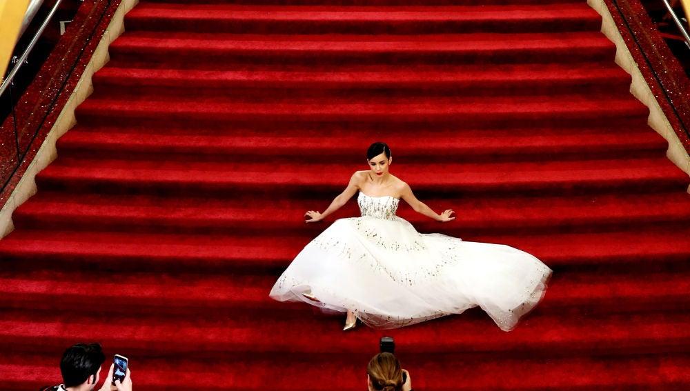 Sofia Carson, en la alfombra roja de los Oscar 2017.
