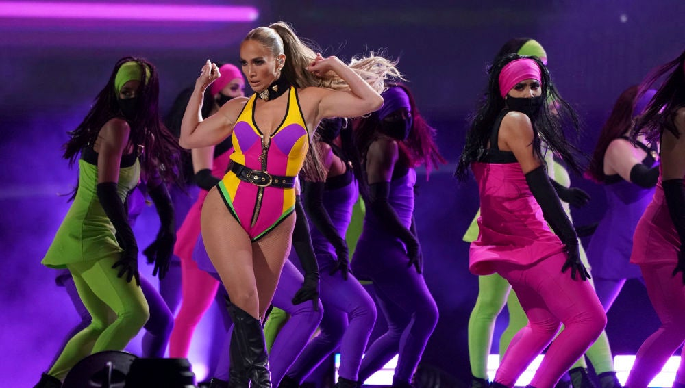 Jennifer Lopez cierra el 'Vax Live' a ritmo de 'Ain't your mama', ¿recado a su ex?