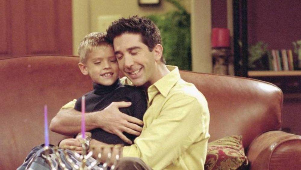 Así ha cambiado Cole Sprouse, el hijo de Ross en 'Friends'